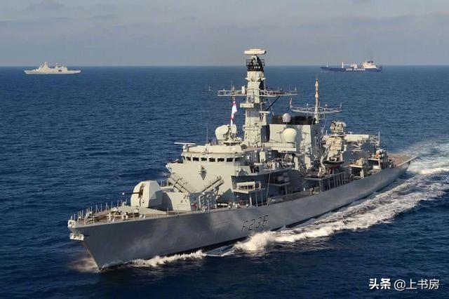 英国组建5国联军到波斯湾护航 伊朗导弹腾空而起 目标被夷为平地