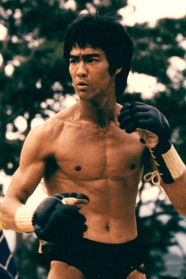 MMA之父李小龙打UFC会第一吗 专家 他连迈入格斗圈的资格都没有