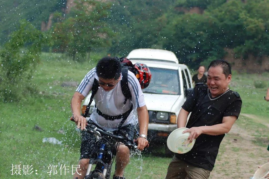 郭作民:十年前凤凰屿·骑行扎营泼水狂欢