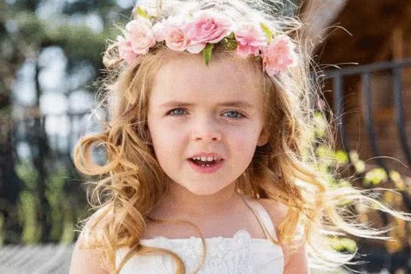 """美国女孩生下来就""""整容"""", 被医生打碎骨头重造, 如今5岁美哭了!"""
