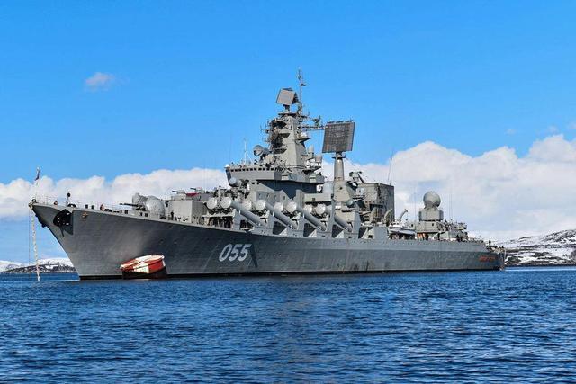 北约军舰干扰俄阅兵演习,俄警告无效发射洲际导弹,白宫:请冷静