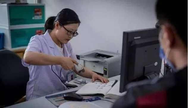 """在""""捐精库""""工作的女护士,工资高长得也漂亮,却很难找到对象?"""