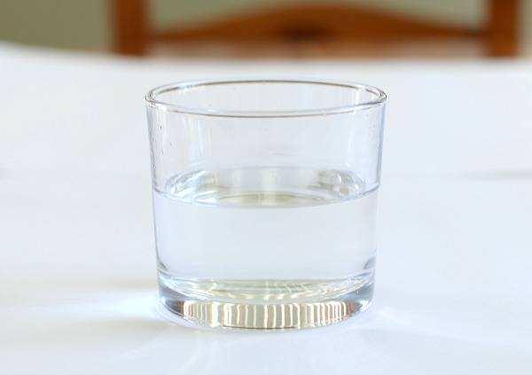 心理测试:你最想喝下哪一杯清水?测试你最近有什么心理负担!