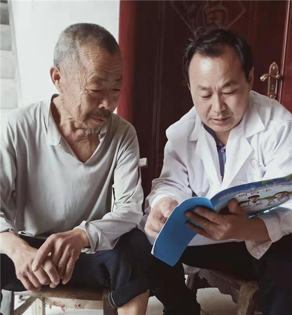 西峡县双龙镇许相朝:扶贫路上健康守护者