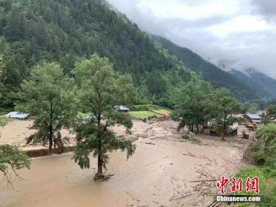 甘肃迭部县发生山洪灾害