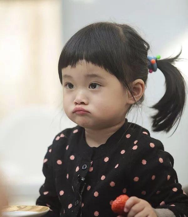 <b>梅婷六岁女儿首登T台,三套造型气场强大!</b>