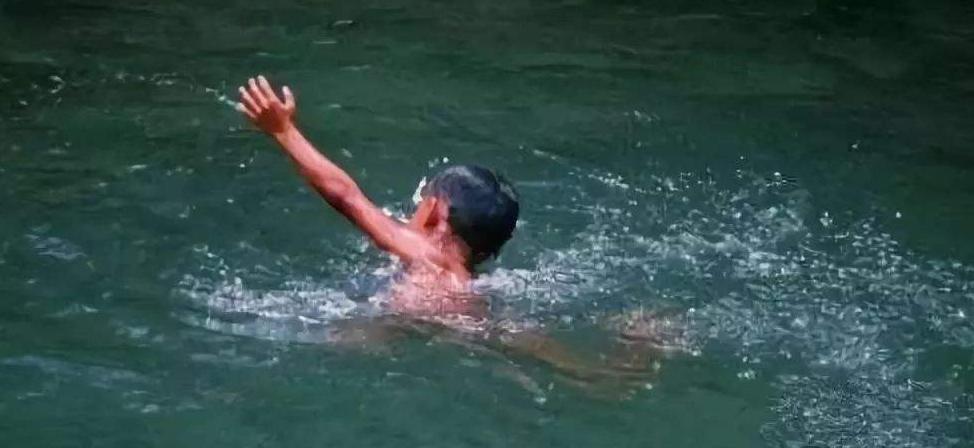 痛惜,一对父子双双溺亡,如果孩子会游泳,是否能改变这一结局图片