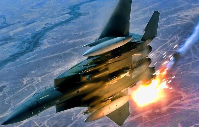 美制战斗机深夜发动空袭!伊朗导弹被炸成废铁,俄:38年后第二次