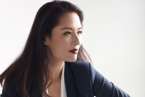 她被誉为中国第一美人,与央视导演离婚后,坐拥名车豪宅却无人娶
