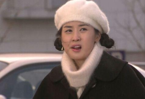 她演《宝莲灯》走红,因孕期违规用药被捕,生女后惨遭丈夫抛弃