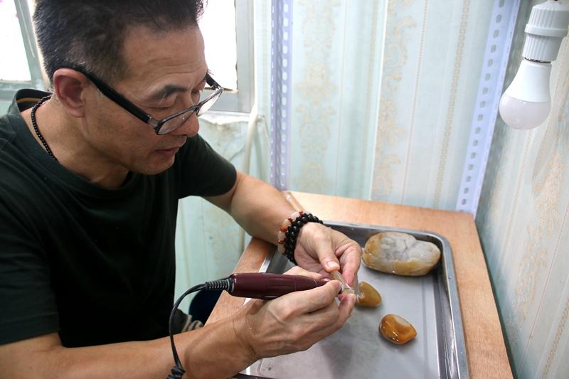 传统雕刻技艺非遗传承人---杨治明