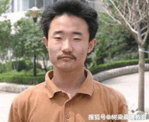"""高考749分""""第一牛人"""",年收入曝光惹争议,网友:还不如网红!"""