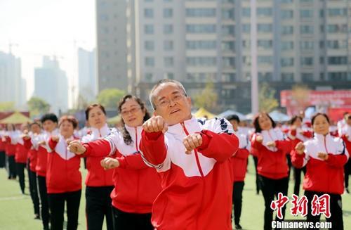 卫健委:中国人均预期寿命77岁 健康预期寿命仅68.7岁