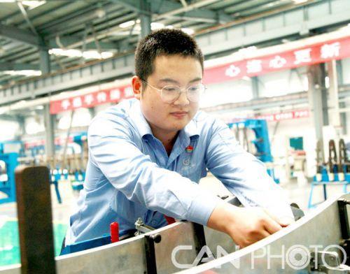 航空工业天飞机械李志鹏:视线之外正是他的战场
