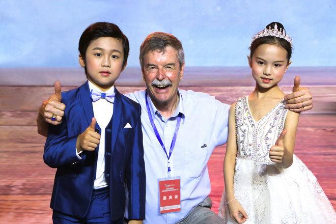 世界休闲组织主席罗杰·科尔斯盛赞 魔指精灵惊艳亮相