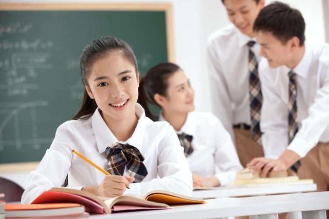<b>大一新生,读专科是不是没前途?这样读专业,毕业也有金饭碗</b>