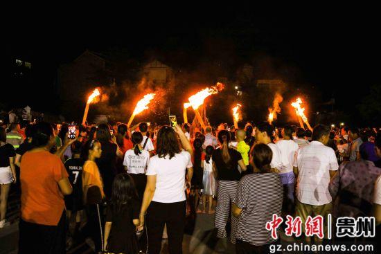 贵州黔西:彝族群众欢度火把节