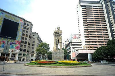 海珠广场8月封闭施工,这些公交线路将绕行解放桥等路段