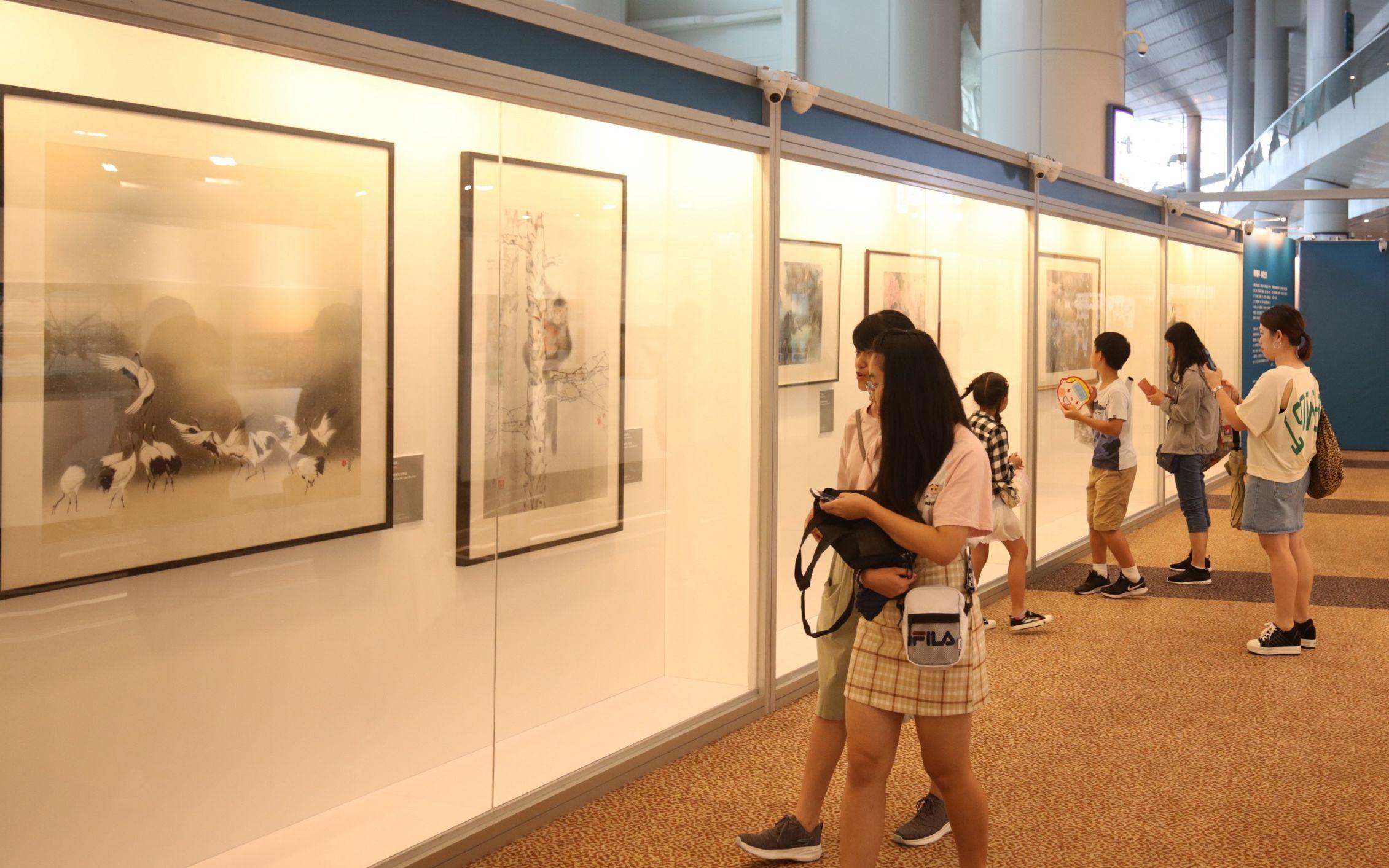 近百万人次参观第30届香港书展,内地观众占近10%
