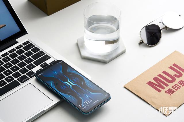 原创            黑鲨游戏手机2 Pro图赏:骁龙855 Plus+全系12GB内存,跑分50W