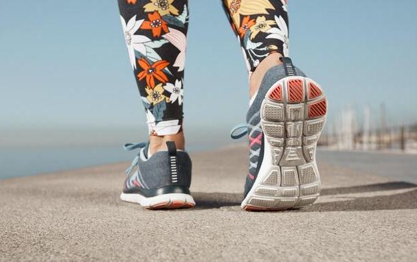 足跟骨刺症状表现有哪些
