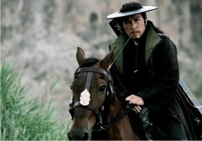 <b>古代强盗为何不抢劫进京赶考的书生?强盗:你看看他腰间绑的东西</b>