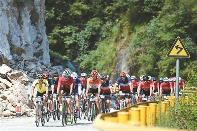 <b>衢州自行车联赛第三站比赛落幕,16岁小将祝轶崭露头角</b>