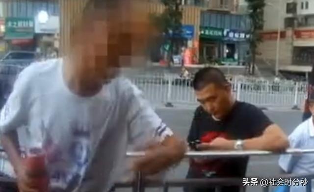 老人捡到初中女生的手机 张口就要2000元 民警怒斥:拾金不昧不懂吗?