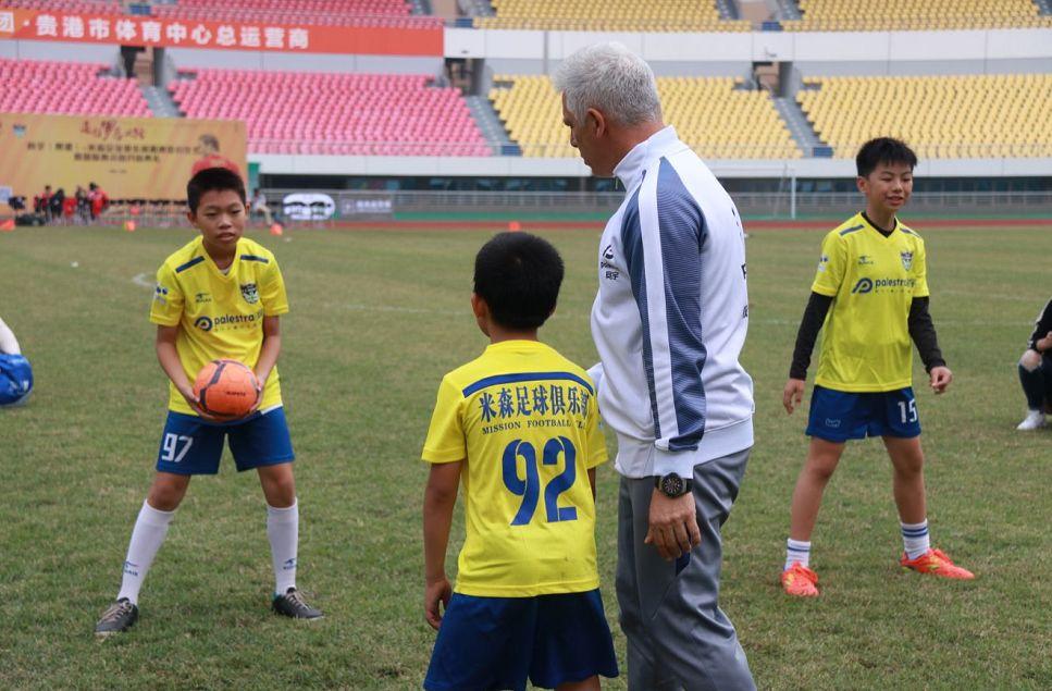 踢球吧,宝贝 贵港足球亲子嘉年华活动报名火热开启 让孩子过 足 瘾