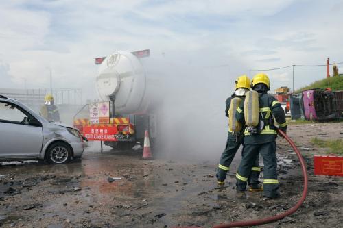 澳门消防局举行石油气缸车意外演习 完善救援应变能力