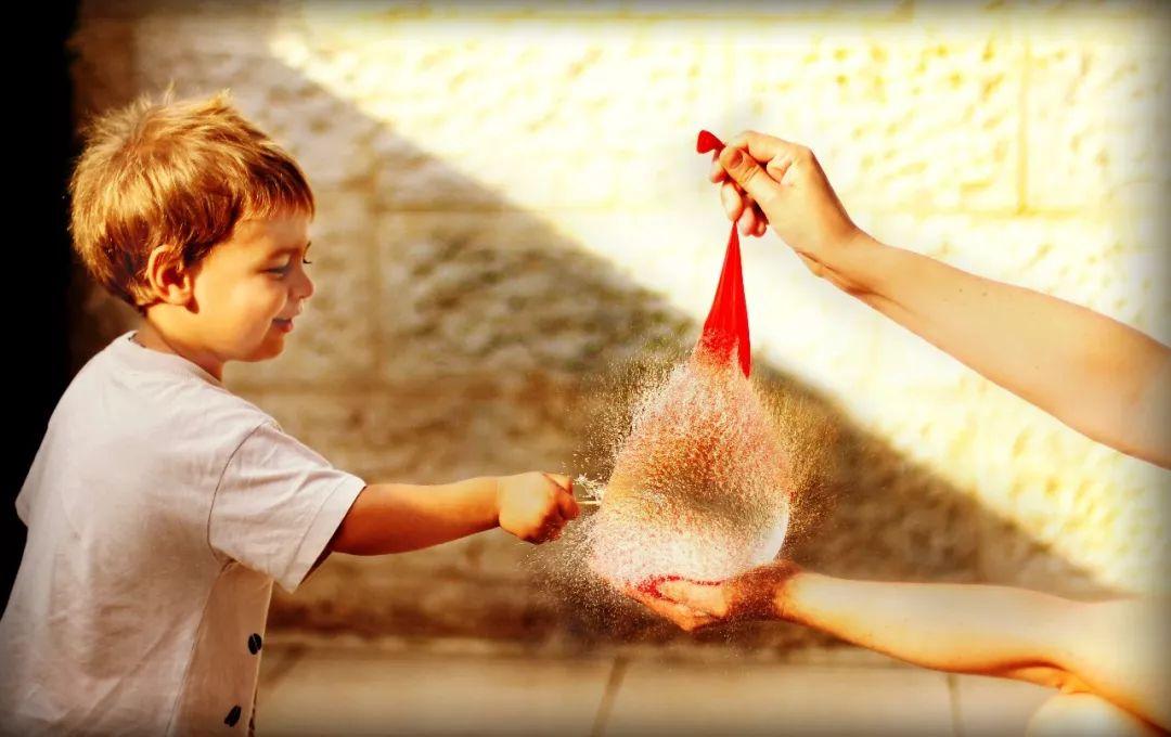 如何教会孩子坦然地接受离别?高情商父母会这样做!