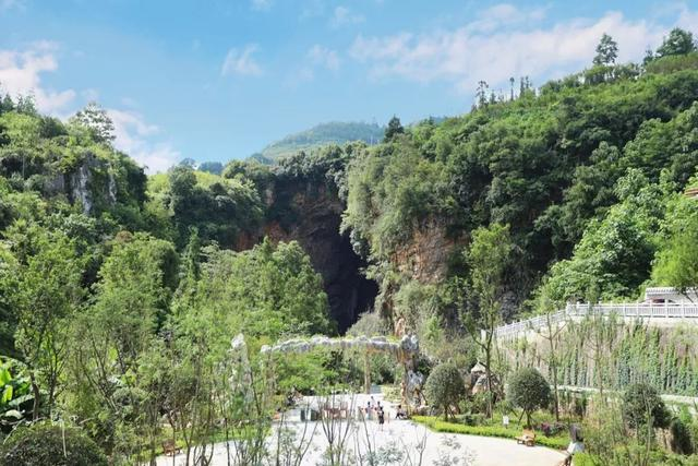 与黄果树瀑布一道被评为贵州省十大风景名胜区,却养在深闺人未识