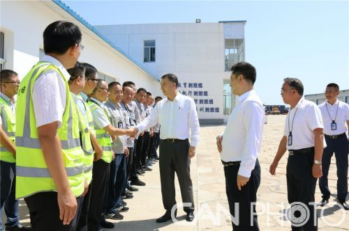 民航局副局长董志毅一行赴呼和浩特机场公司慰问