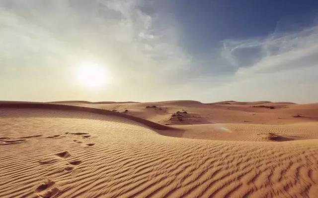 """世界最""""失败""""的沙漠,水比沙还多,既能捕鱼抓虾还能潜水游泳"""