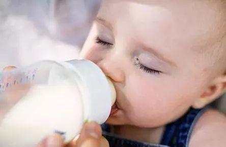 夏天宝宝不爱喝奶?快来试试这个方法