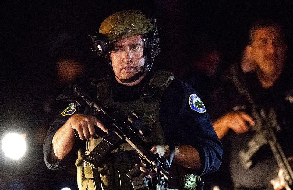 加州吉尔罗大蒜节枪案凶手19岁,用AK-47开火,被当场击毙