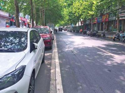 郑州一路段2厘米宽非机动车道引热议 回应:道路情况变化后车位或取消