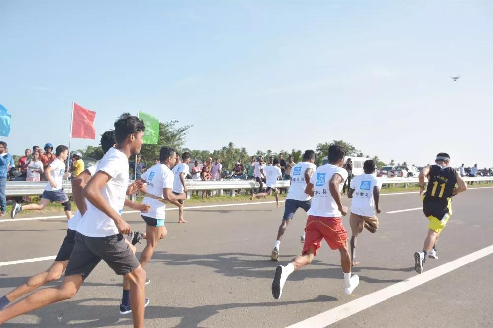 斯里兰卡南部高速延长线一场浩浩荡荡的迷你马拉松,有好多个温情小故事……