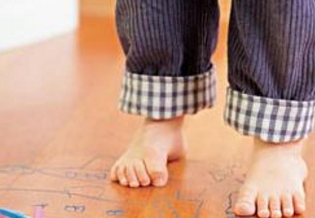 宝宝总在幼儿园尿裤子,问完老师原因,宝妈自责不已