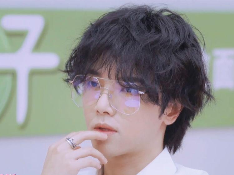"""华晨宇又放大招?只是多戴了副眼镜,居然直接变""""禁欲系""""男神!"""