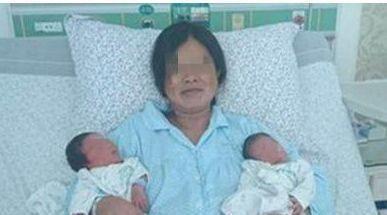 """24岁产妇生下双胞胎,产房外来了6个""""爸爸"""", 婆婆直接乐坏了"""