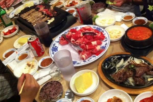 为何美国中餐馆生意火爆,韩餐馆没人气?游客回答一针见血