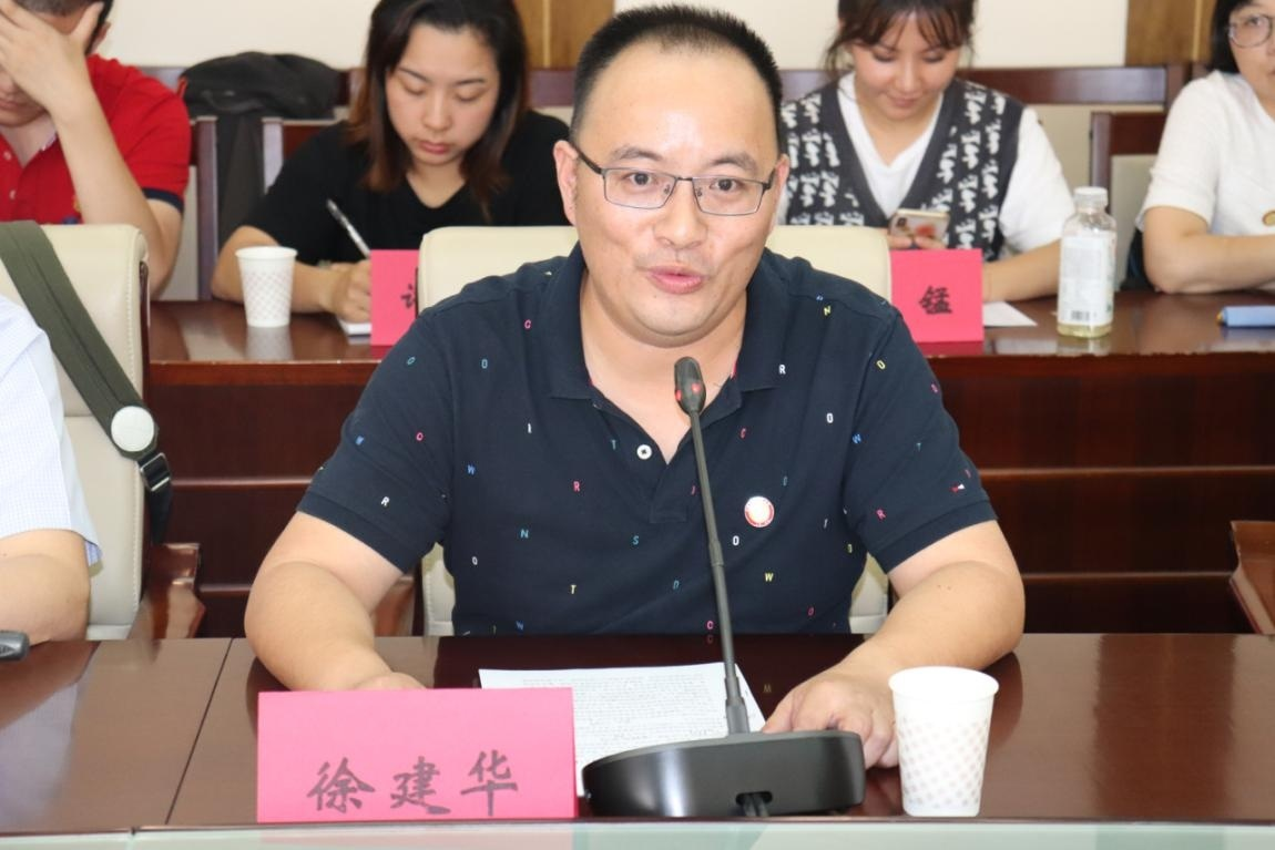 """上海爱心企业赴滇""""与爱同行—关爱小学""""公益行"""