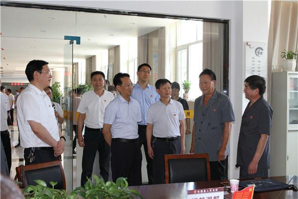 省委老干部局副局长陈鸿飞到社旗法院观摩老干部党建工作