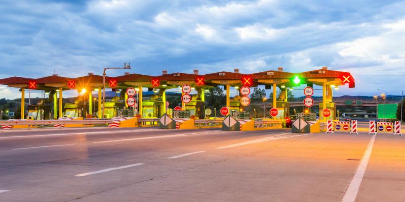 撤销省界收费站和推广ETC的同时,应着眼收费公路制度改革