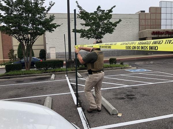 美国一沃尔玛超市突发枪击案 致2名员工死亡