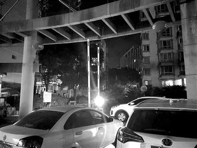 装了车牌自动识别系统却未使用!市区锦绣家园小区乱停车现象严重