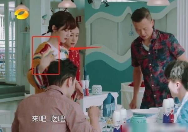 杨紫节目中受伤,黄晓明坚持带她去医院,谁注意到秦海璐的反应?