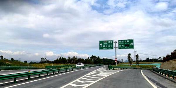 历时9年阳鹿高速通车 结束荔浦不通高速历史