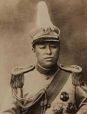 <b>他是东北军的泰山北斗,却秘密送儿子参加红军,儿子成为红军名将</b>